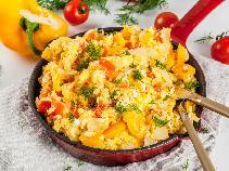 Warzywa zapiekane z żółtym serem i jajkami