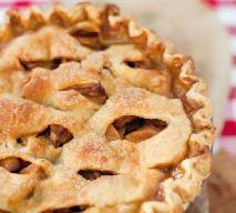 Amerykańska szarlotka: ciasto z jabłkami i orzeszkami [przepis]