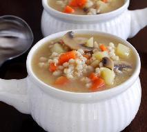 Domowy krupnik: przepis na tradycyjną zupę z kaszy jęczmiennej