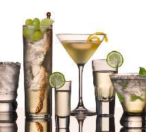 Koktajle alkoholowe – jak ozdobić drinki na sylwestra?