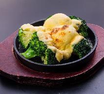 Brokuły z sosem serowym: przepis na proste i zdrowe danie
