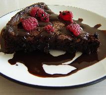 Ciasto czekoladowe z 2 składników - przepis na tani deser