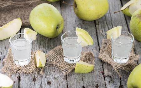 Nalewka miętowa z jabłkami - przepis na orzeźwiający trunek