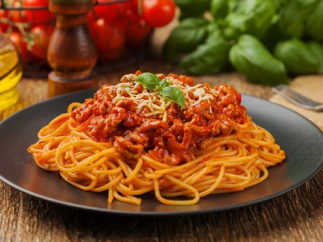 Spaghetti Bolognese Przepis Na Włoskie Danie Dla 4 Osób