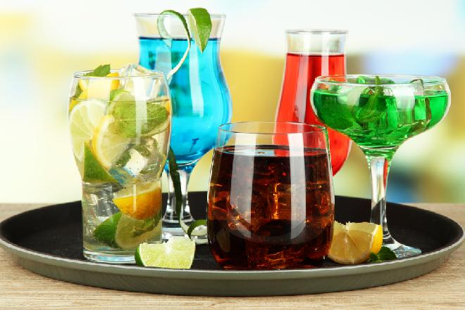 Drinki na sylwestra: 5 przepisów na popularne drinki alkoholowe