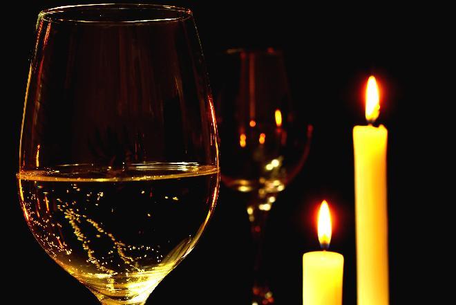 Jakie wino podać na Wigilię? Który alkohol pasuje do wigilijnych potraw?