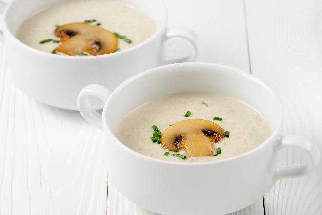 Zupa krem z pieczarek: przepis na pyszną sycącą zupę