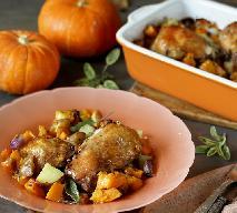 Nóżki kurczaka pieczone z dynią i ziemniakami: dzięki niedocenianemu ziołu nieziemsko pyszne