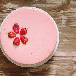 Truskawkowa pianka- lekkie ciasto bez pieczenia na letni deser