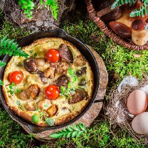 Omlet biszkoptowy z grzybami leśnymi: pyszny obiad na szybko