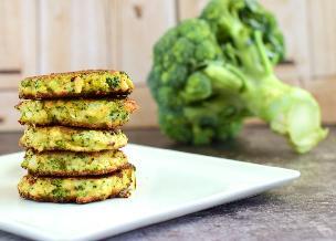 Łatwe placki brokułowe w 30 minut: przepis na pychotę za grosze