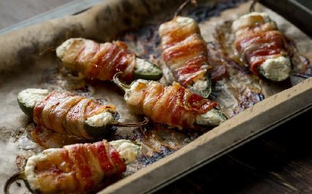 Papryczki padron w boczku nadziewane serem z grilla
