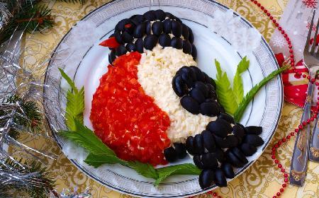 Smakowita sałatka z kalmarów: niecodzienna dekoracja i doskonały smak w jednym