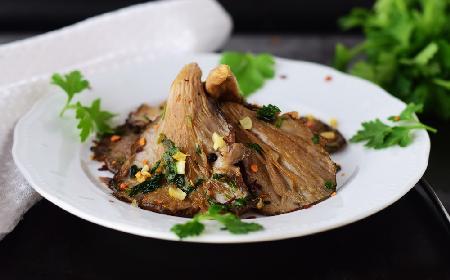 Aromatyczne boczniaki smażone i marynowane z czosnkiem i natką pietruszki