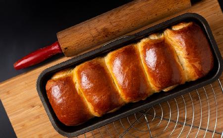 Japońskie bułki mleczne: przepis na zaparzone ciasto drożdżowe