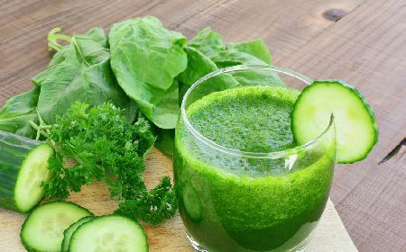 Świeżo wyciskany sok z ogórków i szpinaku: przepis