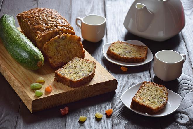 Cytrynowy keks z cukinią: fit ciasto dla każdego
