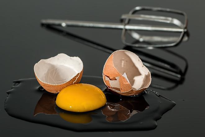 Susz jajeczny - jak się go robi i do czego jest stosowany w przemyśle spożywczym?