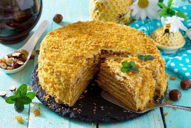 Miodownik – ciasto półkruche z masą z kaszy manny